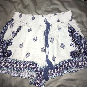 WHITE FLOWY SHORTS WITH BLUE DETAIL